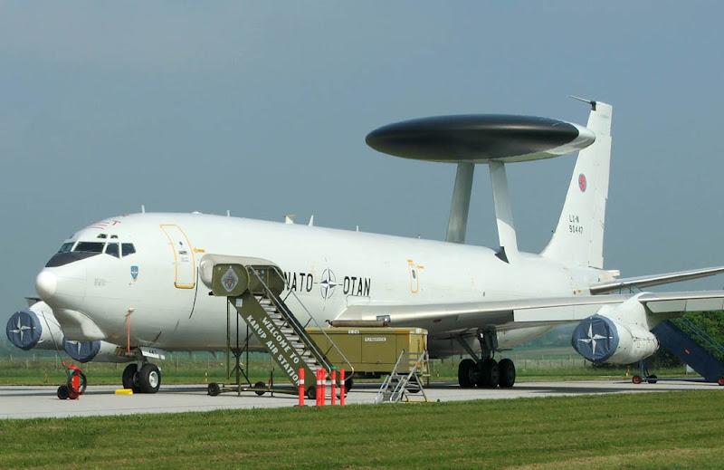 NATO AWACS vliegtuig op de grond