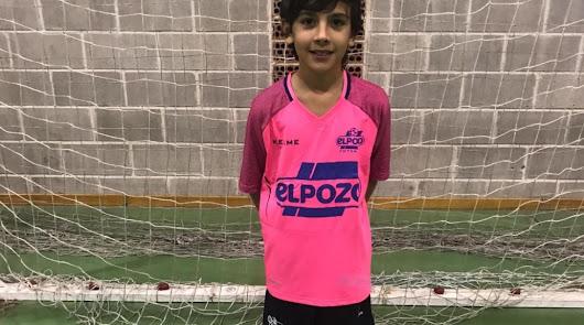 El joven jugador con la camiseta de ElPozo Murcia.