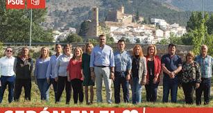 El candidato del PSOE, Juan Antonio Lorenzo, con miembros de la candidatura socialista.