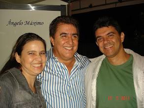 Photo: Nós e o cantor ÂNGELO MÁXIMO.