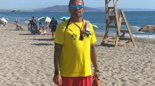 Carlos Cedarri, en la playa de Mojácar.