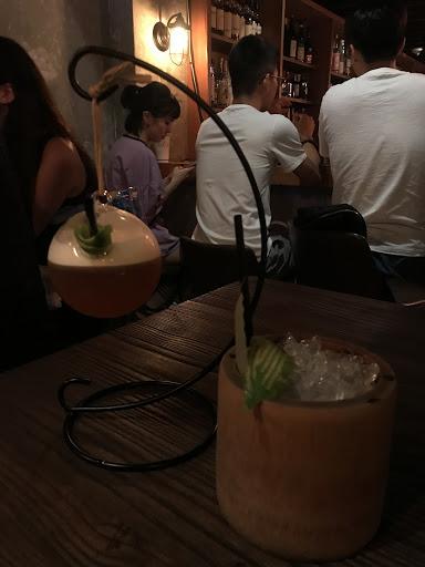 結合台灣本地特色融合成調酒,假日去生意極好,酒的部分還可以