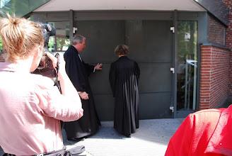 Photo: Die Tür wird abgeschlossen und...
