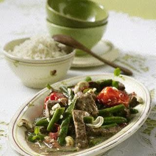 Rindfleischgeschnetzeltes mit Reis, Bohnen und Tomaten