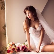 Wedding photographer Viktoriya Rendom-Savinkova (VickyRandom). Photo of 12.04.2013