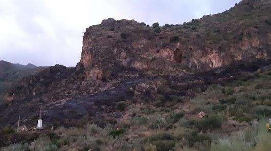 El Infoca da por controlado el incendio en Sierra Cabrera
