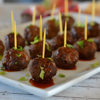 Sweet and Spicy Sriracha Slow Cooker Meatballs