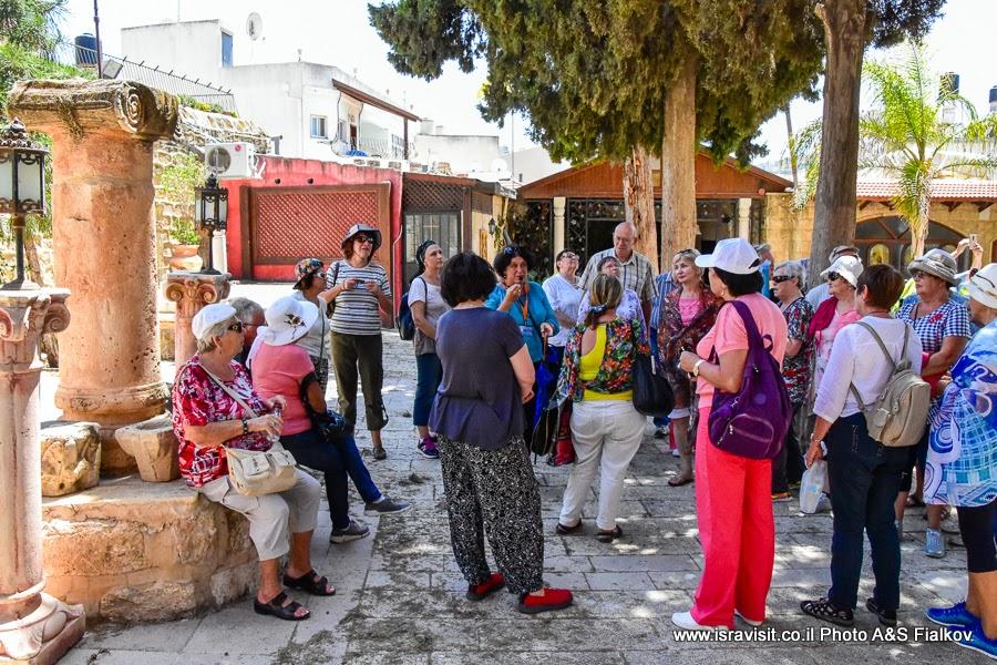 Экскурсия гида в Израиле Светланы Фиалковой в православной греческой церкви в Кане Галилейской. Святые места Галилеи.