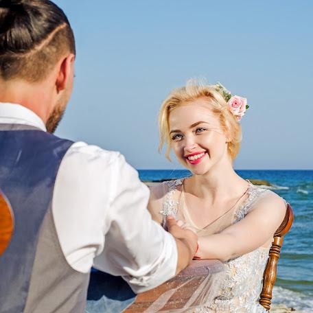Wedding photographer Svetlana Prostomolotova (Prostomolotova). Photo of 06.12.2017
