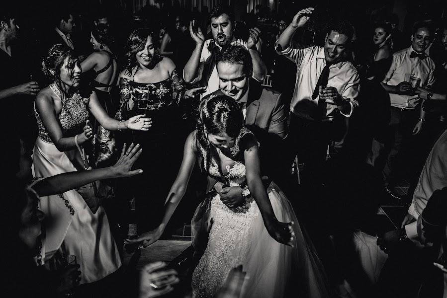 Wedding photographer Valery Garnica (focusmilebodas2). Photo of 09.09.2018