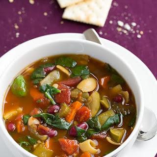 Olive Garden Copycat Minestrone Soup {Slow Cooker}.