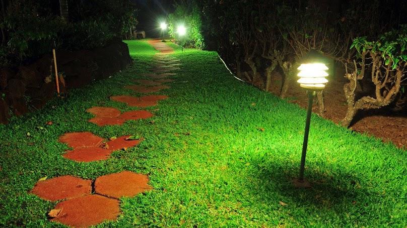 Oświetlenie stwarza w ogrodzie wyjątkowy nastrój