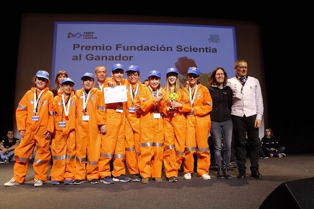 El equipo  Big Bang Bots, Premio Fundación Scientia.
