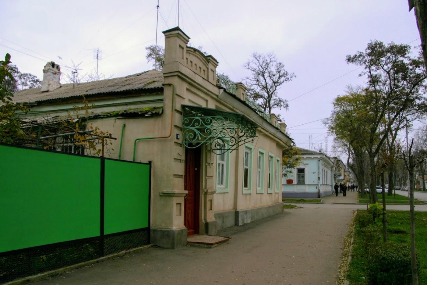 https://sites.google.com/site/istoriceskijtaganrog/cehova-ulica/dom-90