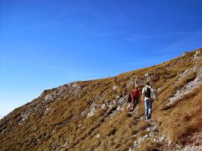 Photo: Das Gipfelzeichen des Lohmsteins ist bereits zu sehen.