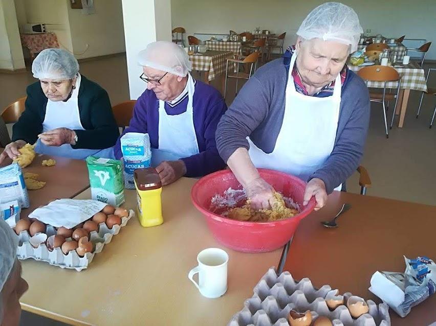 Idosos do Lar de Arneirós assinalam Dia Mundial da Pastelaria