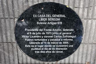 Photo: Marcas de la Memoria (21) Ex casa del general Líber Seregni, Bvar. Artigas 978. Seregni, detenido por la dictadura en 1973, fue liberado el 19/03/1984. Placa conmemorativa.