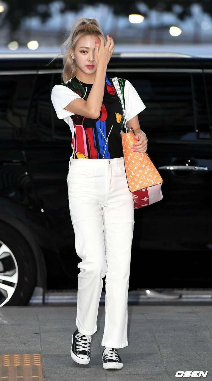8outfits.com-airport-fashion-yuna-itzy-432973