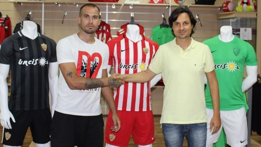 El Almería B ficha al guardameta Guille Lara