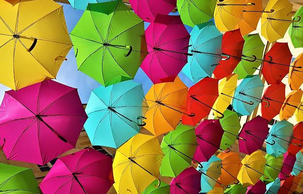 ombrelli appesi di utente cancellato