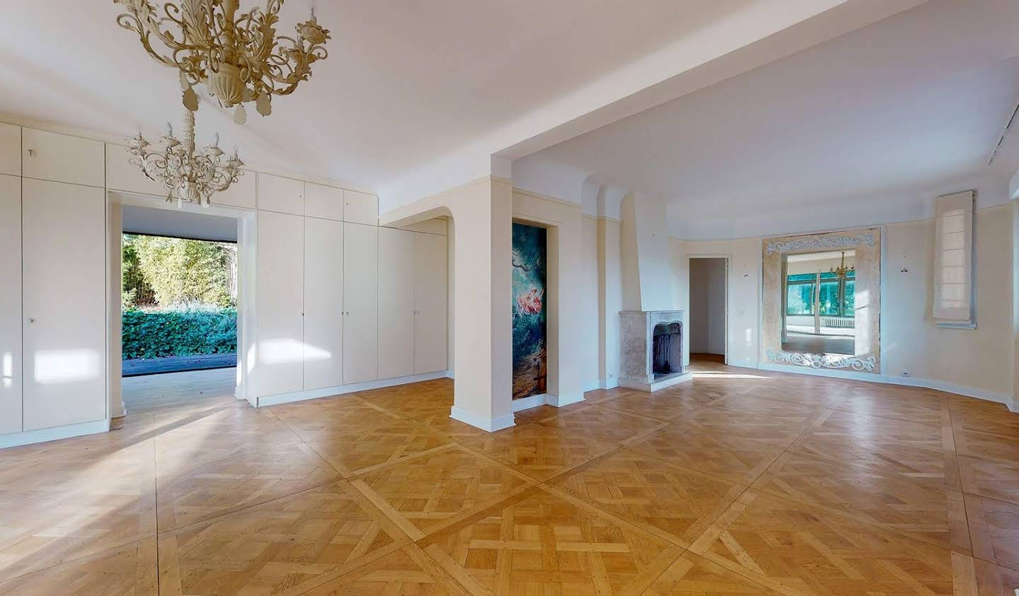 Apartment with terrace Suresnes