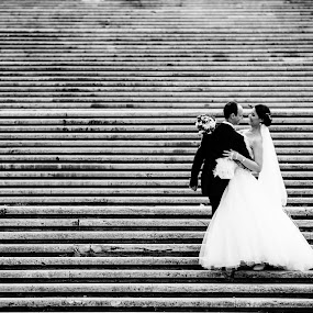 Happy couple by Robert Luca - Wedding Bride & Groom