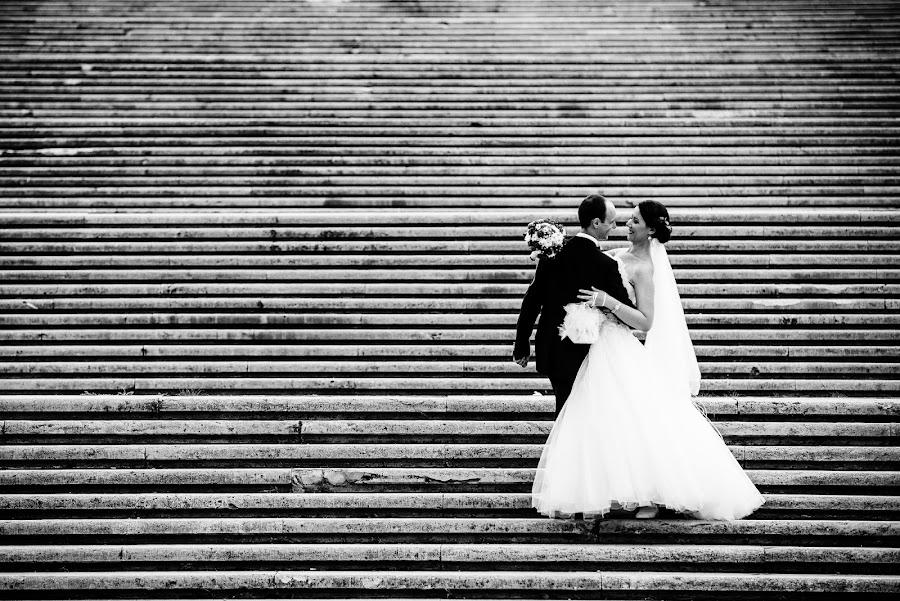 Happy couple by Robert Luca - Wedding Bride & Groom