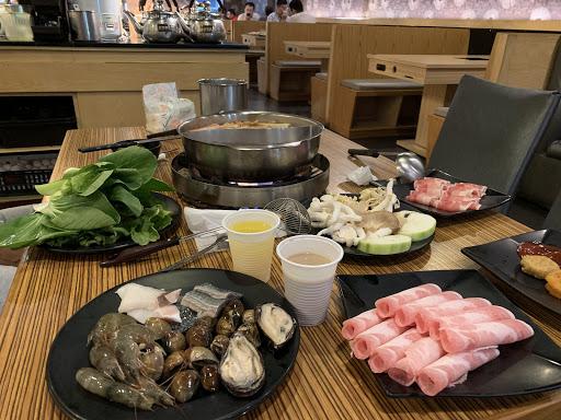 蝦子好吃,菜式、甜食選擇多,美中不足,鴨血味道我不太行...