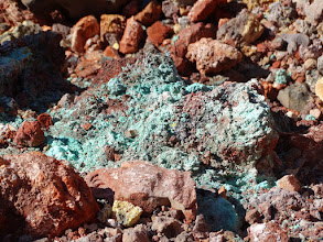 Photo: натуралишный изумрудный цвет. вот как такое может быть?