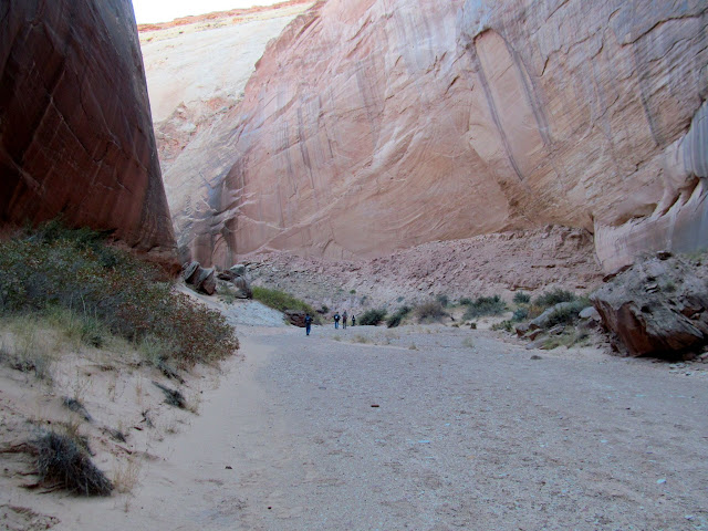 Easy walking down the canyon
