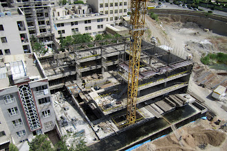 Photo: Sahel Sepehr Project, PDRC (Physical Development and Research Center, Hendeseh Mehvar Co. (www.hendeseh.co) (www.hendeseh.co/sahel), March 16, 2012 - (1390/12/26)  Photo by: Safa Daneshvar (http://daneshvar.ir/safa) -------------------------------------------------------------------------------- Sahel Sepehr Project, Administrative and Educational building MC manager: Arya Daneshvar (http://daneshvar.ir/arya)  Employer: Physical Development and Research Center (PDRC)  Address: 2nd east Sahel alley, North Motahari St. Darya Blvd. Sa'adatabad, Tehran, Iran  Protocol type: Management-Contractor, Design and Construction  Technical specfications: 3 stories for parking, 6 administrative stories, about 10'000 sqm. substructure, concrete and steel structure are applied in this project.  Important points in the project:  Because of the neighbors, the nailing system had stoped and the ground floor structure constructed in order to safety of adjacent buildings. Then the soil of the neighbors' side excavated and ramp diaphragm and retaining wall were applied from top to bottom, finaly the foundation was applied.  March 2011  Photo by: Safa Daneshvar http://daneshvar.ir/safa  -------------------------------------------------------------------------------- پروژه ساختمان اداری و آموزشی ساحل سپهر طراحی سازه و اجرا بصورت پیمان مدیریت  کارفرما: پژوهشکده توسعه کالبدی  آدرس: تهران - سعادت آباد – بلوار دریا، خیابان مطهری شمالی – کوچه ساحل دوم شرقی  نوع قرارداد: طراحی سازه و اجرا بصورت پیمان مدیریت  مشخصات فنی و اجرایی پروژه شامل 3 طبقه پارکینگ و 6 طبقه اداری با متراژ حدود 10 هزار متر مربع می باشد ـ اسکلت بتنی وفلزی  نکته قابل ملاحظه در پروژه ساحل سپهر با توجه به مشکلات ایجاد شده از سوی همسایگان، اجرای سیستم نیلینگ متوقف گردید و جهت حفظ ایمنی ساختمانهای مجاور، سازه طبقه همکف اجرا گردید و سپس اقدام به برداشت خاک ضلع همسایه ها و اجرای دیافراگم رمپ ها و دیوار حائل از بالا به پایین و سپس اجرای فونداسیون می باشد. فروردین ماه 1391   عکس از صفا دانشور http://daneshvar.ir/safa