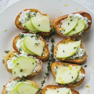 Apple Goat Cheese Crostini Appetizer.