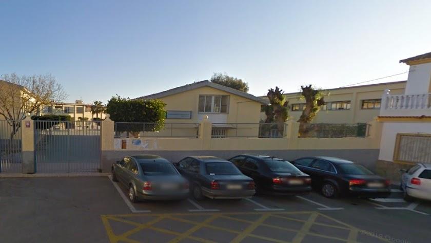Fachada del colegio Reyes Católicos de Vera. Foto: Google.