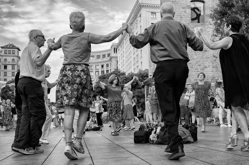 Danza catalana di Miki Sarace