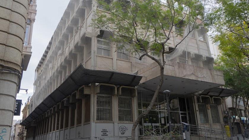 Fachada del antiguo edificio de Correos, que inicia la fase de venta directa.