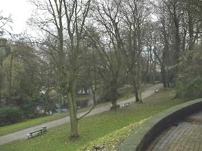 Photo: Die Enteninsel und (verdeckt) Teichbrücke gesehen vom Parkhaus aus.