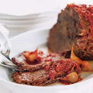 Oven-Braised Beef with Tomato Sauce and Garlic