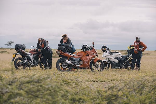 Mulheres motociclistas na Tanzânia