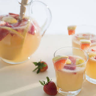 Simple White Wine Sangria.