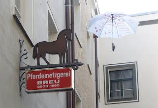 """Photo: Höllgasse;  """"Luftinstallation Sonne Regen Wind"""""""