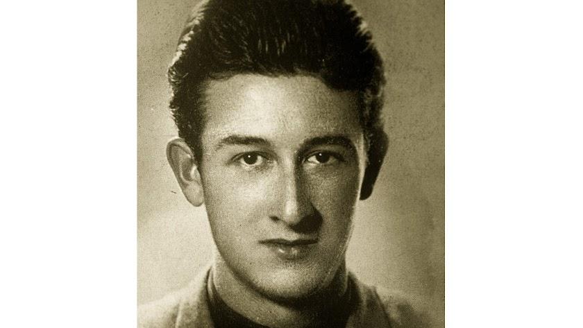Manuel Siles Artés ha sido uno de los escritores más prolíficos de la narrativa almeriense de Postguerra.