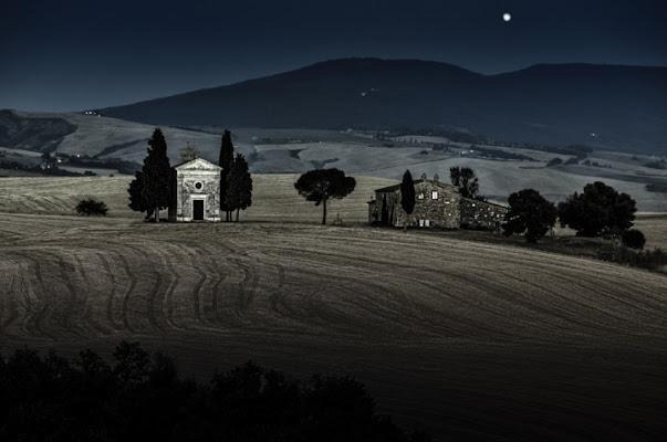 Rising Moon di Samuele Tronchi