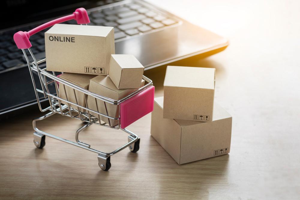 E-commerce mengisi gap yang tidak disediakan oleh transaksi secara fisik