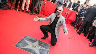 Luis Tosar posa ante su recién estrenada estrella.