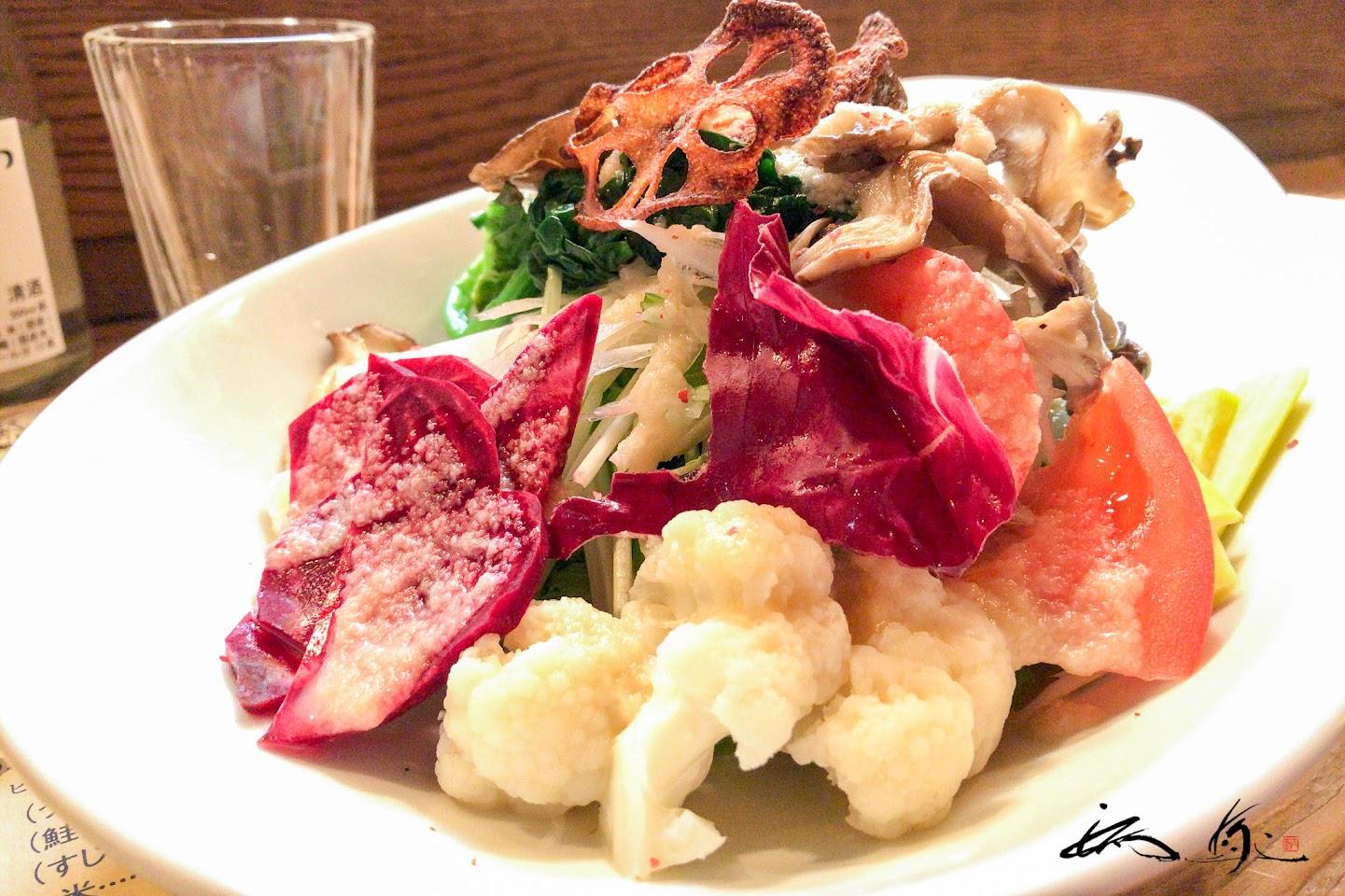彩どり野菜サラダ:りしり特製「玉葱ドレッシング」がけ
