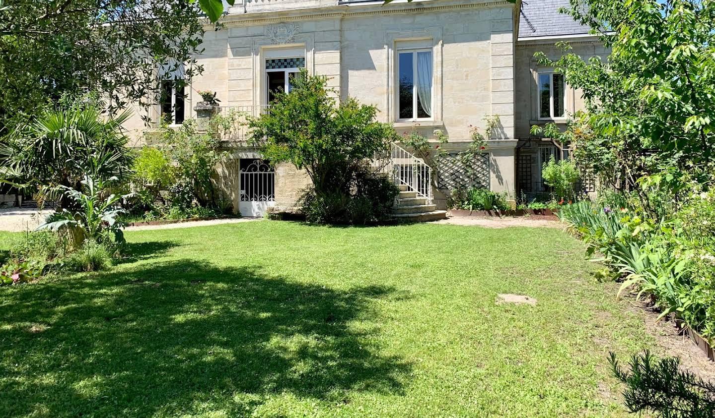 Propriété avec piscine et jardin Eysines
