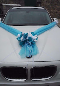 blue ribbon on bmw hired for a wedding