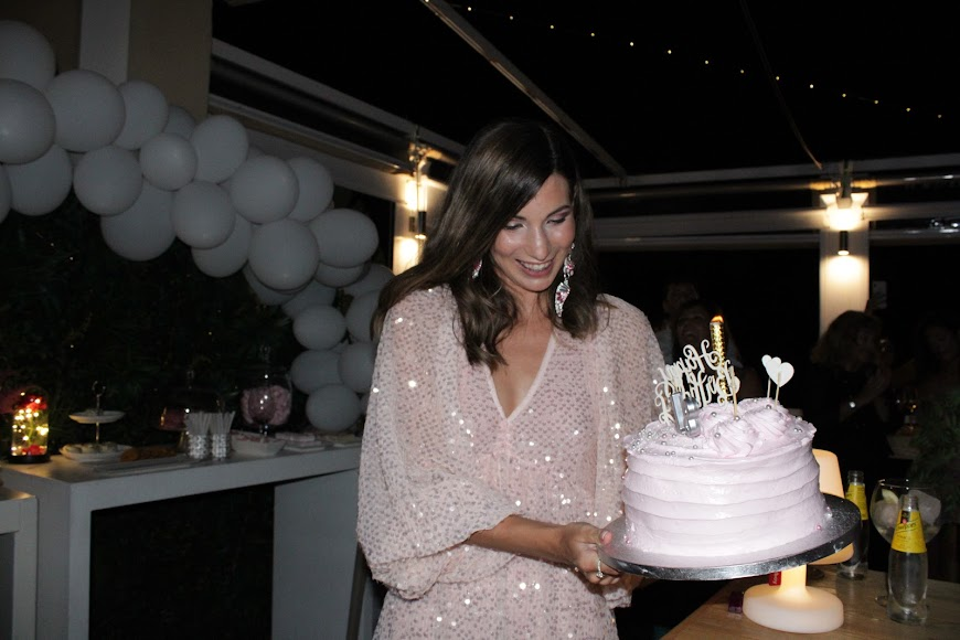 Con la tarta de cumpleaños de Jara Liria.
