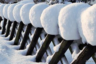 Photo: Auch der Zaun braucht jetzt eine Pudelmütze ;-)