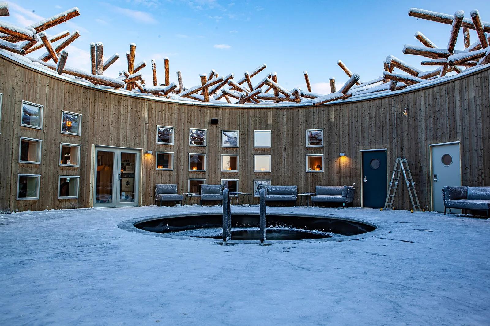 El-Primer-hotel-flotante-Arctic-bath-suecia-